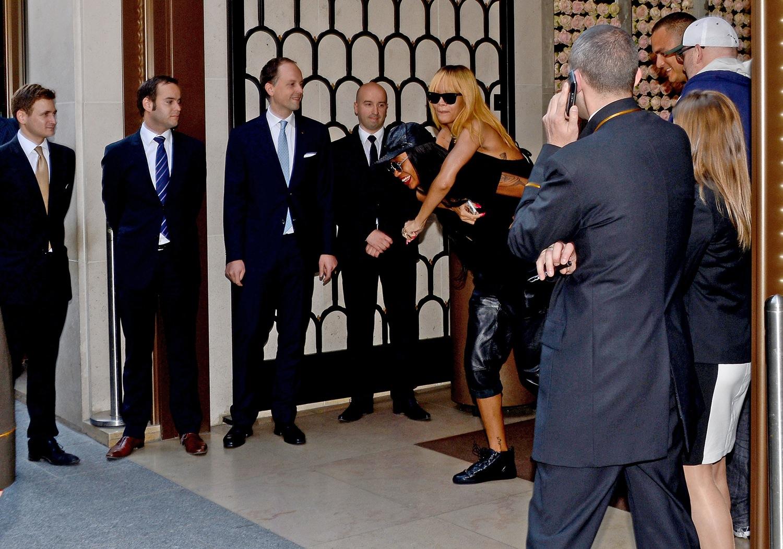Rihanna leaving her hotel in Paris in Paris 5.6.2013_14.jpg