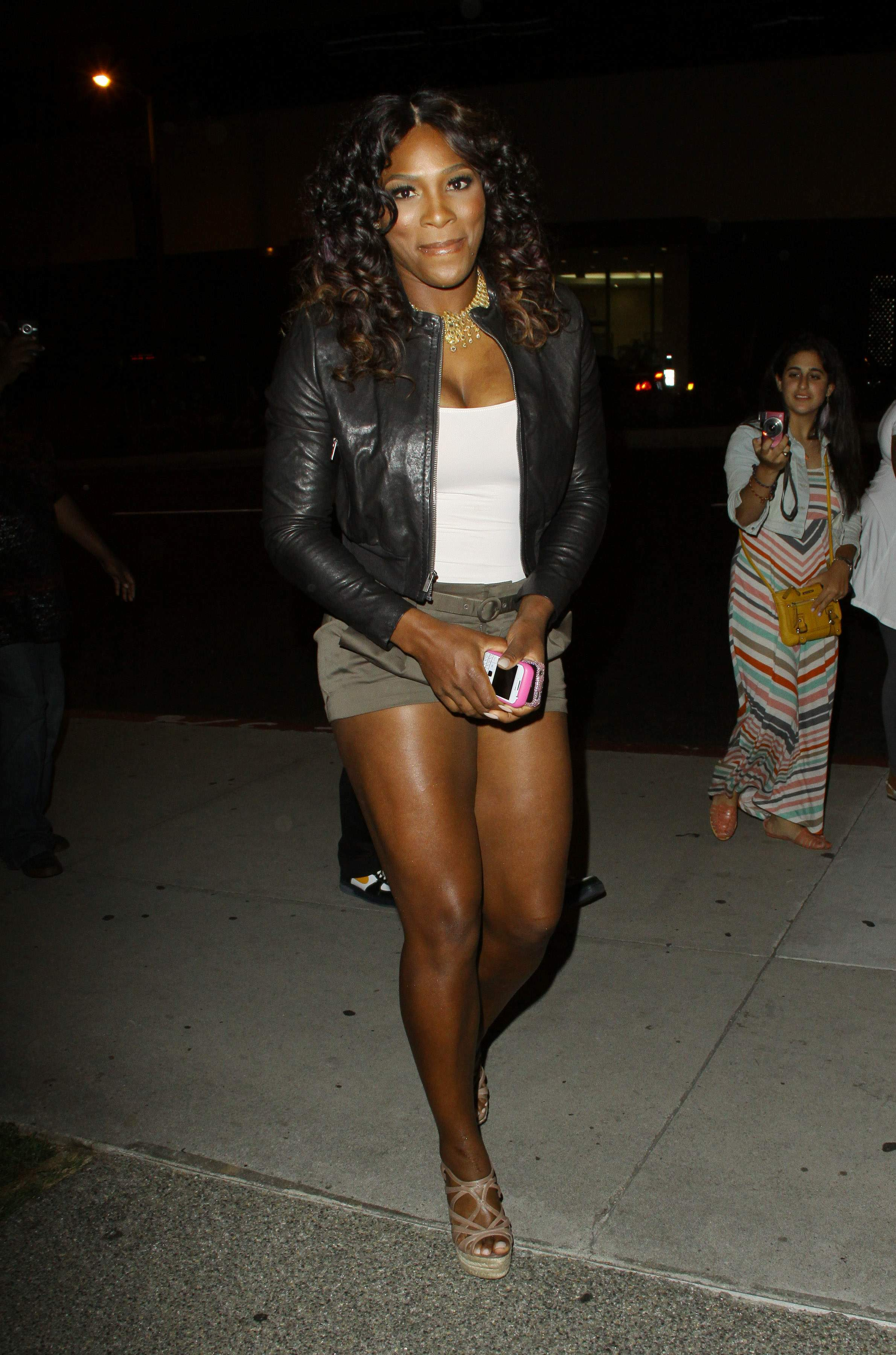 Serena Williams BoaSteakhouseJuly13201115_123_102lo.JPG