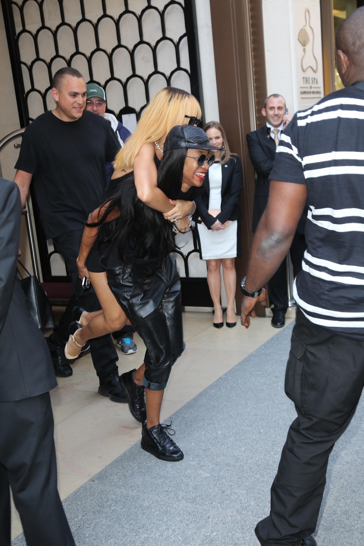 Rihanna leaving her hotel in Paris in Paris 5.6.2013_04.jpg