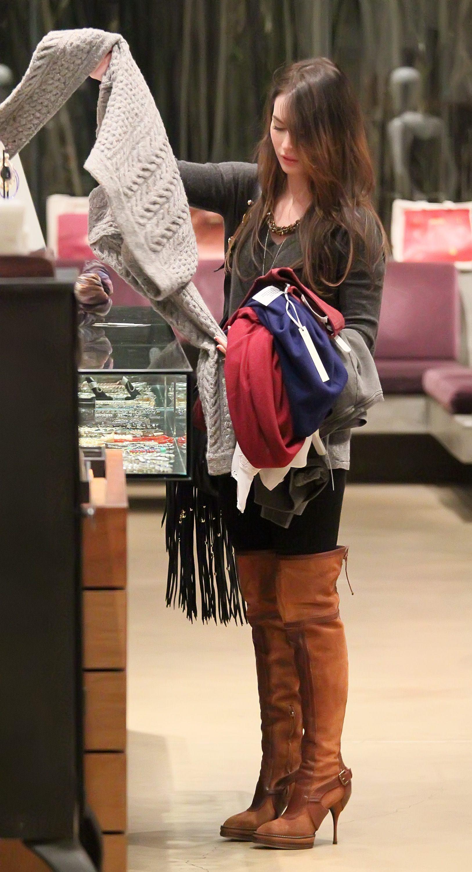 Tikipeter_Megan_Fox_shopping_at_Madison_boutique_039.jpg