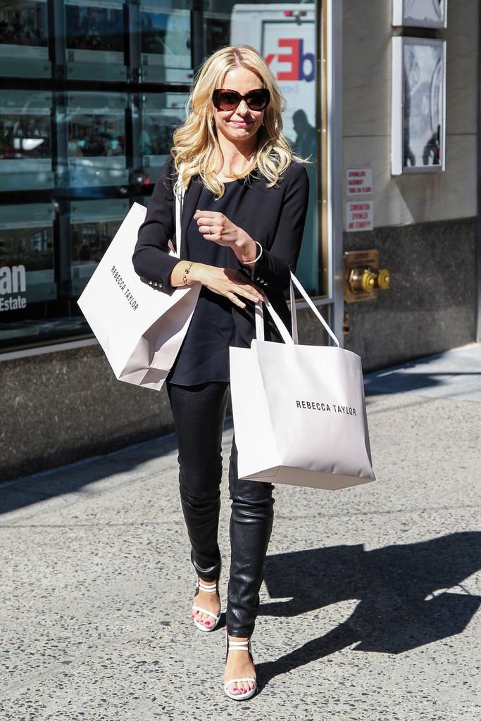 Sarah+Michelle+Gellar+seen+shopping+Rebecca+wm6d1A5OGLax.jpg