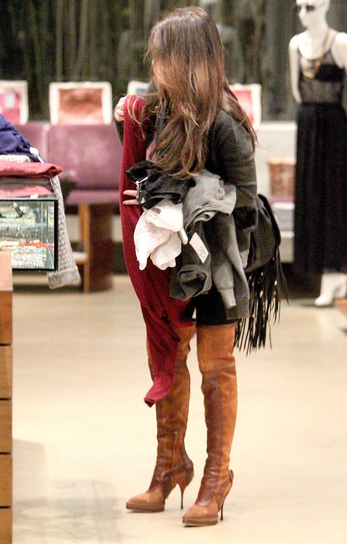 Tikipeter_Megan_Fox_shopping_at_Madison_boutique_022.jpg